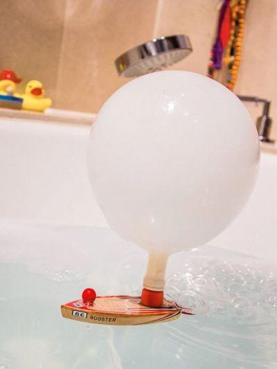 Jouet bateau ballon