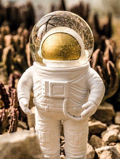 Petit astronaute bonhomme